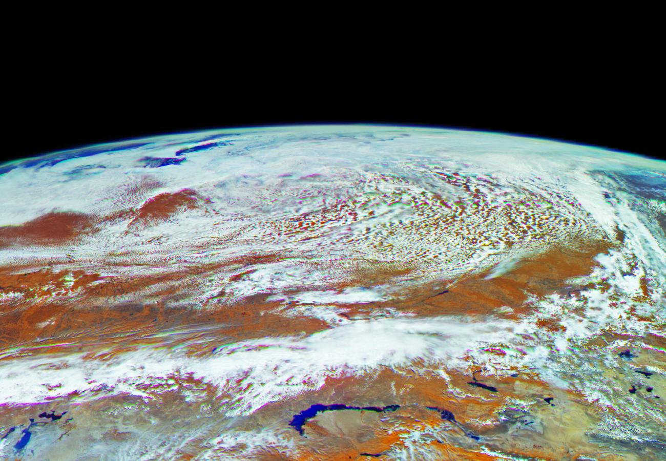 первое фото земли из космоса лучше, сделать