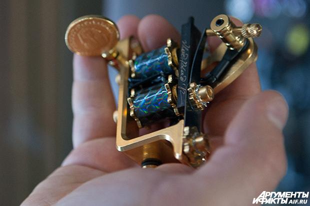 Один день с создателем тату-машинок Корреспондент АиФ.ru Роман Кульгускин провел один день с производителем машинок...