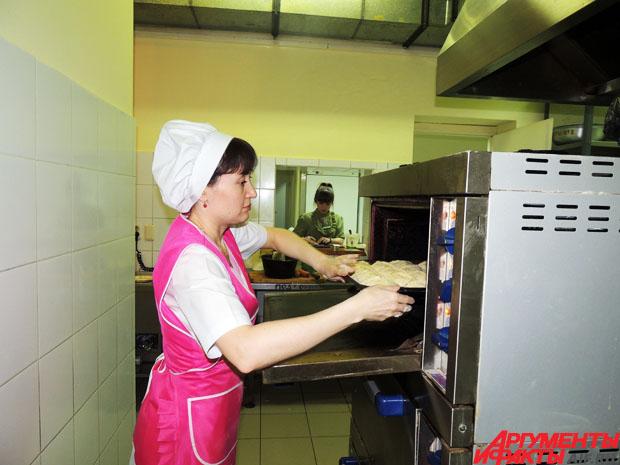 f9a1d5d616f0 После окончания профессионального училища № 15 Казани по специальности  «повар» она начала работать в ресторане национальной татарской кухни.