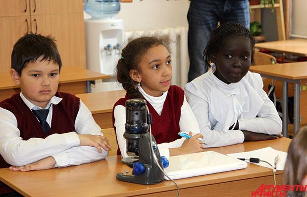Школьники полистают к школьницам в школе фото 7 фотография