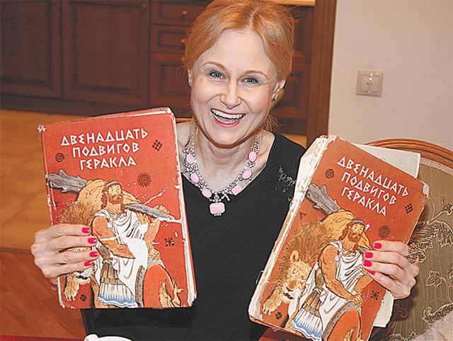 Именно на Двенадцати подвигах Геракла Донцова написала свой первый роман в реанимации