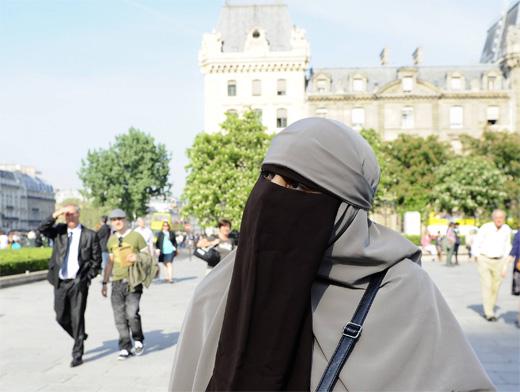 Франция негры бьют белого